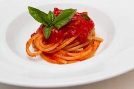 Spaghetti with vesuvian tomatoes