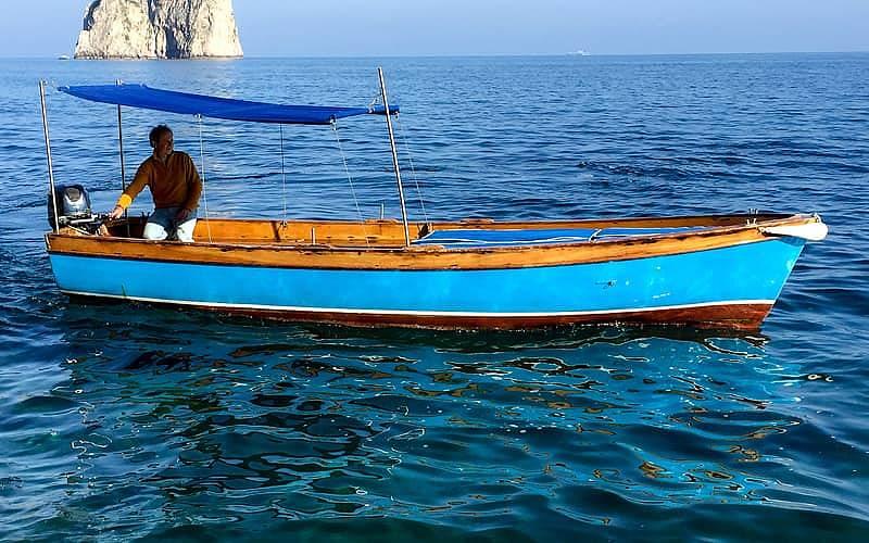 Noleggiare una barca tipica a Capri