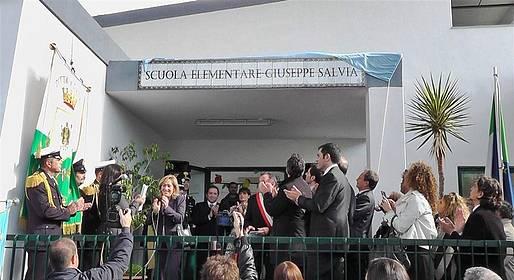 Una scultura per ricordare Giuseppe Salvia nella scuola a Tiberio