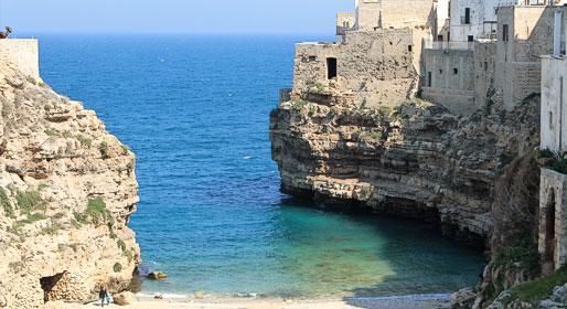 Estate in Puglia: trulli, spiagge e terrazze sul mare