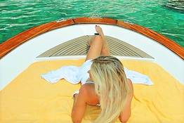 "Capri Relax Boats - Tour of the Isle of Capri by boat ""Fratelli Aprea 7.80"""